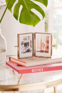 Urban Outfitter Gifts Under $25 all bloggers will love bloggers gift guide. Amelia Glass Display Frame